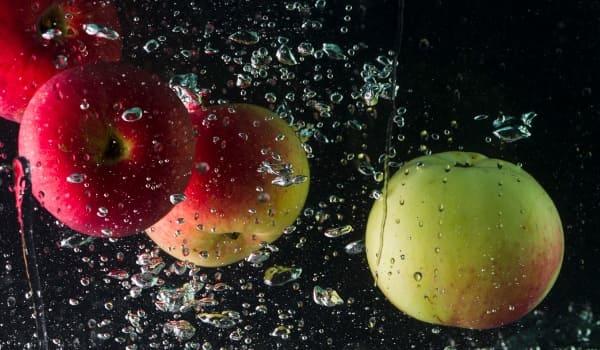 Яблоки падают в небо
